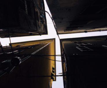 Vico Croce Bianca incrocio tetti