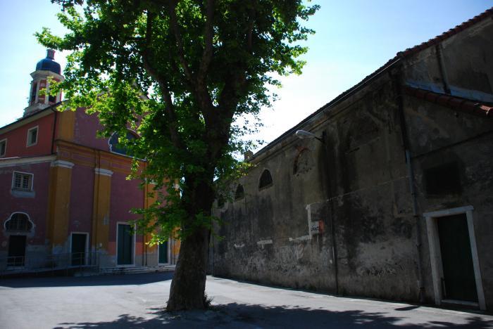 Borzoli: l'antico Oratorio e la chiesa