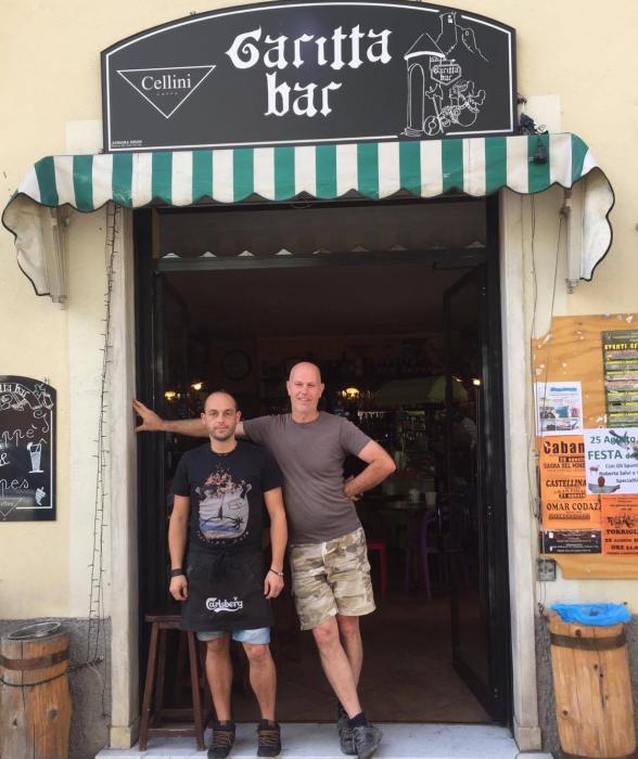 Marco e Mauro davanti al Garitta Bike bar