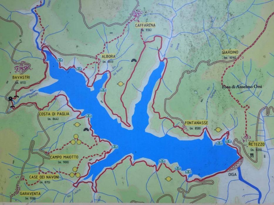 Il lago del Brugneto, che assomiglia ad una Salamandra