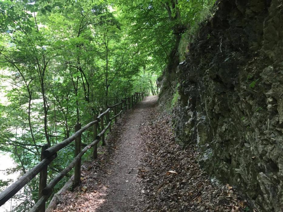 Il sentiero sul lago