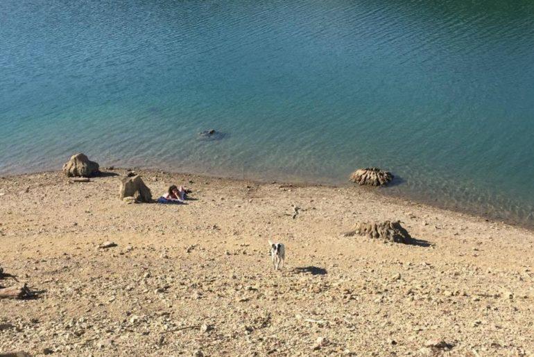 Spiaggia sul lago