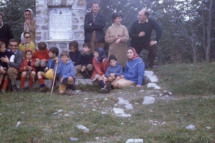 Una classica gita di genovesi sull'Antola negli anni Sessanta. La foto è di Maria Teresa Monteverde
