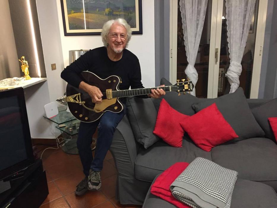 Vittorio De Scalzi nella sua casa di Sanremo