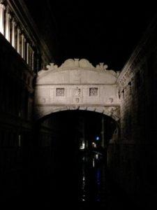 Venezia, il Ponte dei sospiri di notte
