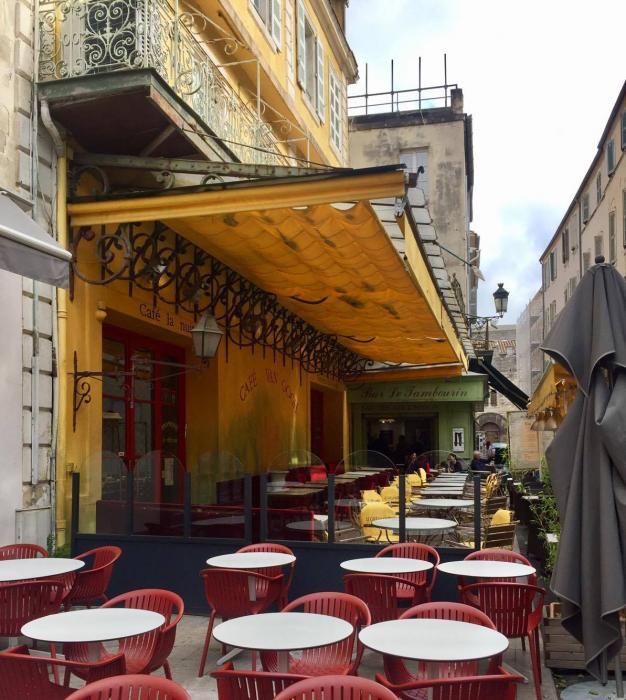Arles: Il caffè dipinto da Van Gogh, oggi