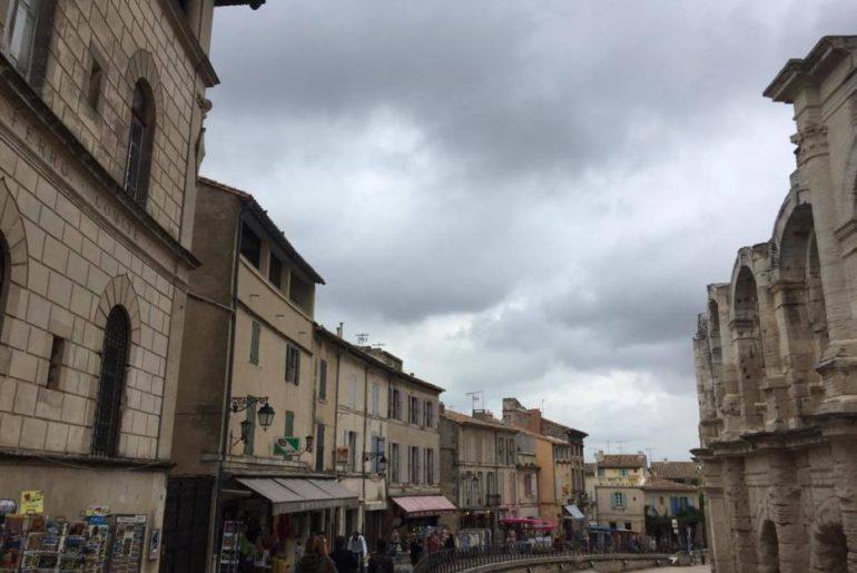 Girando intorno all'Anfiteatro di Arles