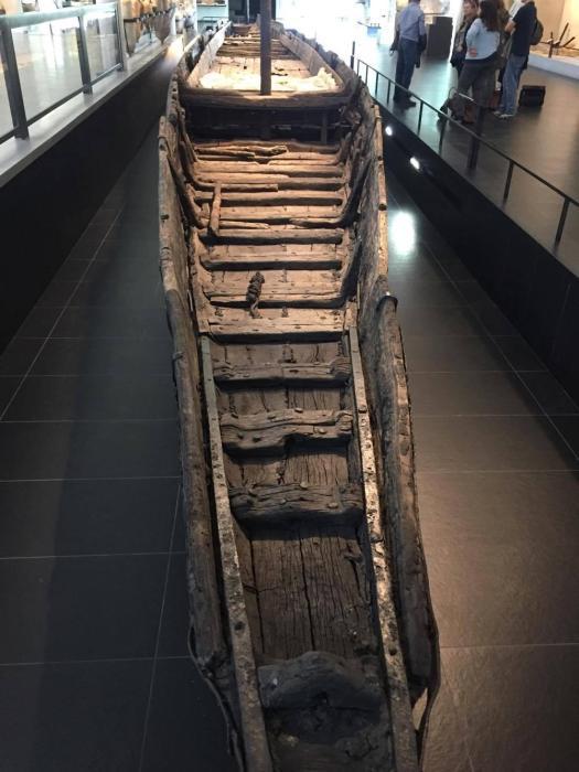 Museo dell'antica Arles, una barca trovata sepolta nel Rodano e riportata alla luce