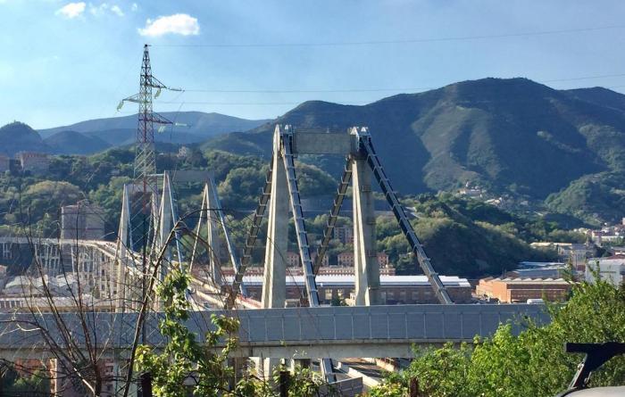 Appare il ponte dell'autostrada sulla val Polcevera, è un'emozione vederlo da questa prospettiva