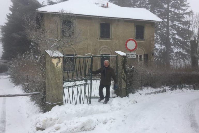 Cappelletta Masone. Enrico davanti a casa sua.