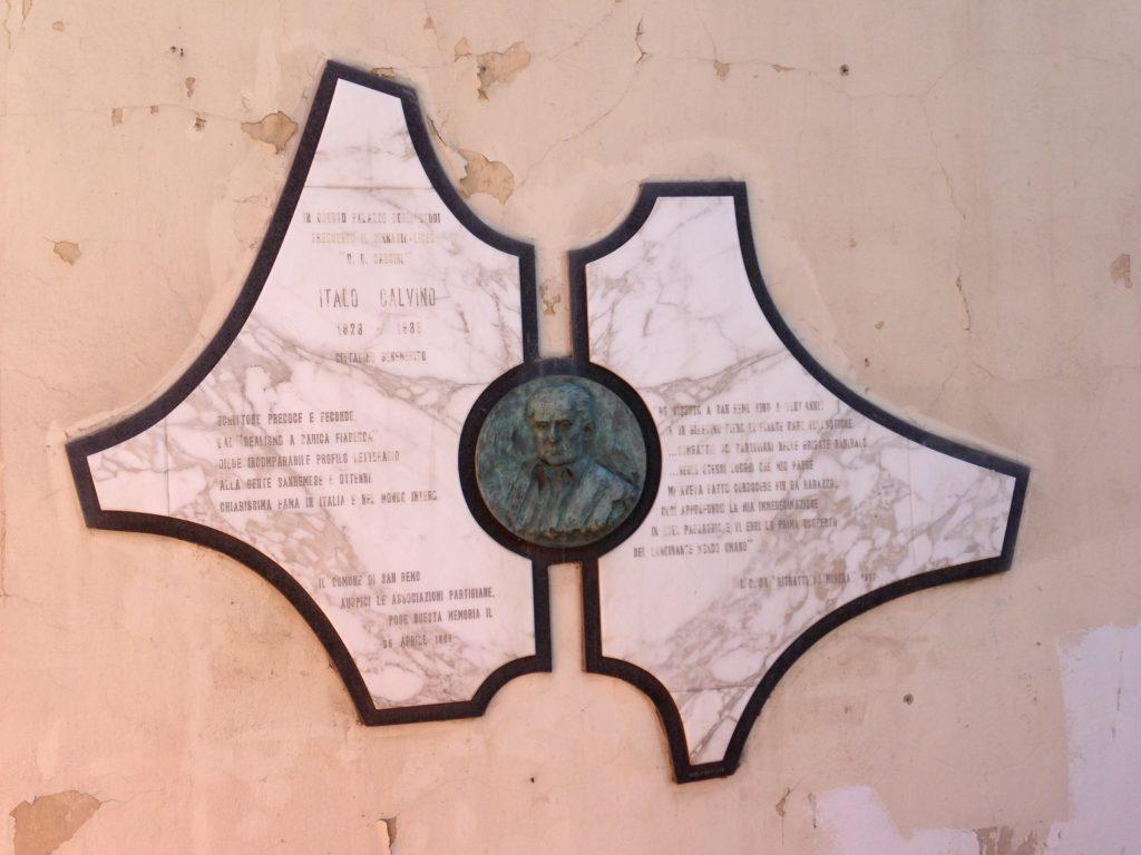 Piazza Nota, la lapide dedicata a Italo Calvino