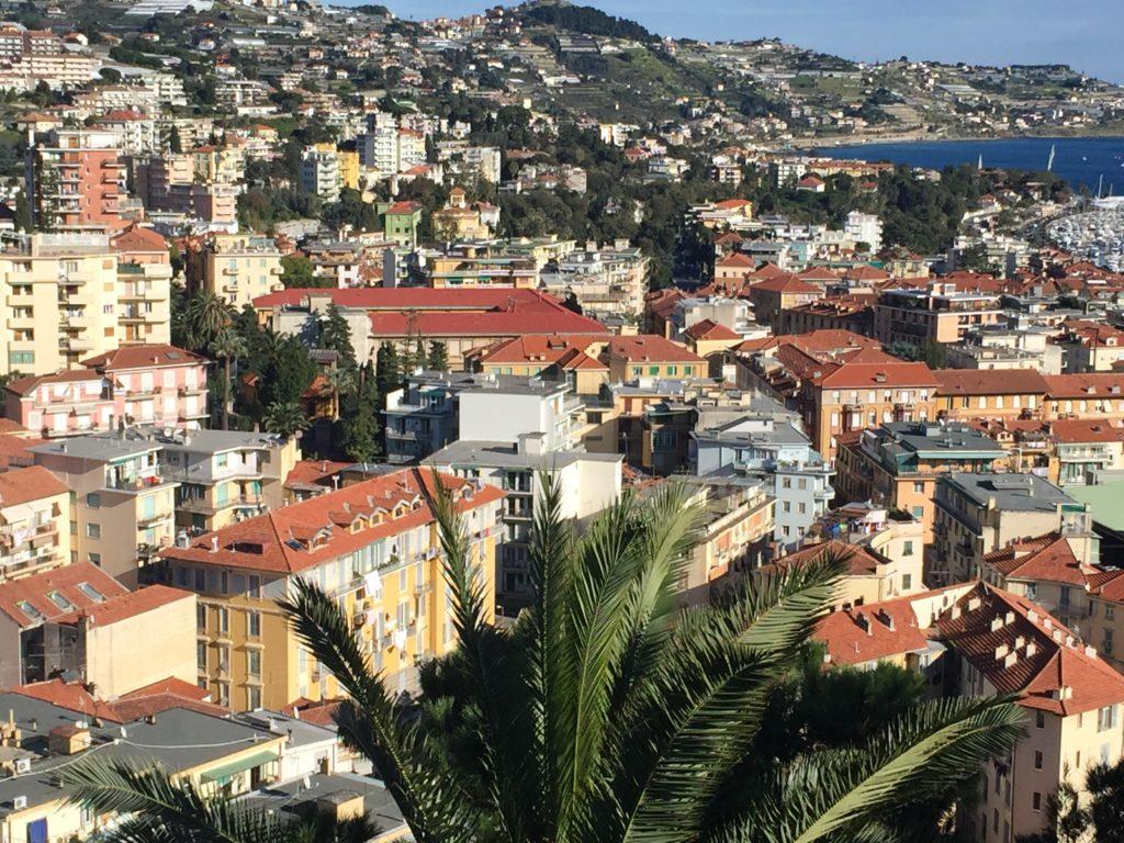 Sanremo, Villa Meridiana circondata dai condomini