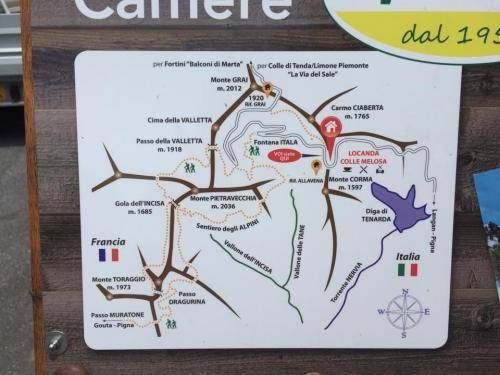 La mappa a colle Melosa, che mostra tutti i sentieri tra Italia e Francia