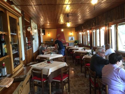 Locanda Colle Melosa. La sala da pranzo si affaccia sul verde