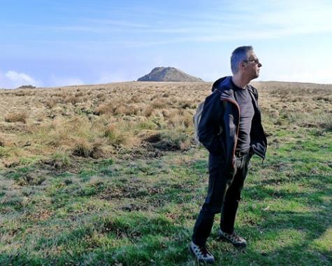 Il monte Sciguelo sullo sfondo, a due passi dal Beigua e da Prato Rotondo. Cesare ha postato questa foto su facebook e ha scritto per scherzo che era in Arizona. Ci sono cascati un sacco di amici