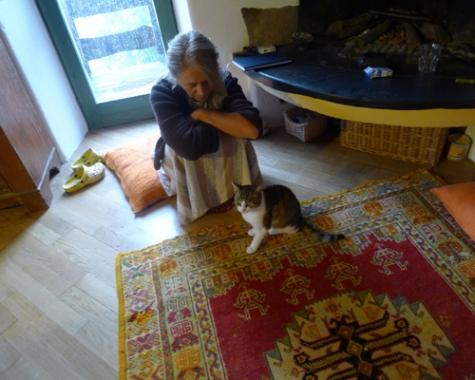 Casa Serena, la proprietaria è di Bergamo. Tanti anni fa ha deciso di trasferirsi in questo borgo abbandonato, con il marito e le figlie. Una scelta radicale