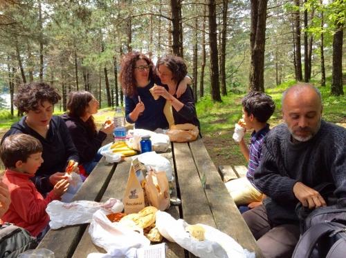 Tutti in pausa pranzo, dopo l'emozionante mattinata