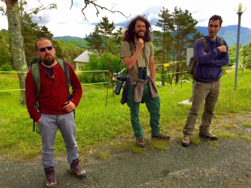 Un incontro vicino al lago di Giacopiane. Parlerò di questi tre personaggi prima o poi, che vanno a caccia di lupi, ma solo per fotografarli