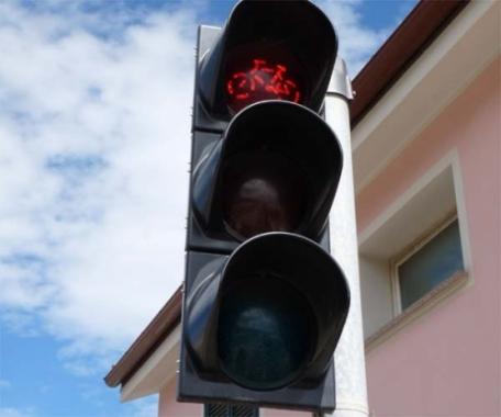 È una pista ciclabile seria: c'è anche il semaforo: stiamo per entrare a Riva Ligure