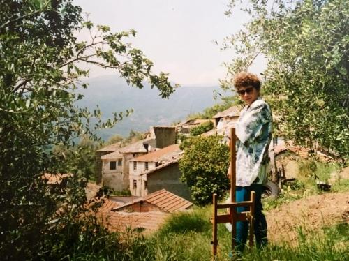 Anni Novanta: Stefani, che raccoglie le olive, con Ubaghetta sulla sfondo