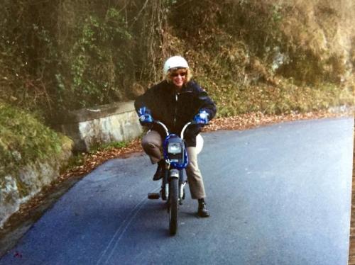 Quando viveva ad Ubaghetta, usava il motorino, per salire dalla costa e da Albenga