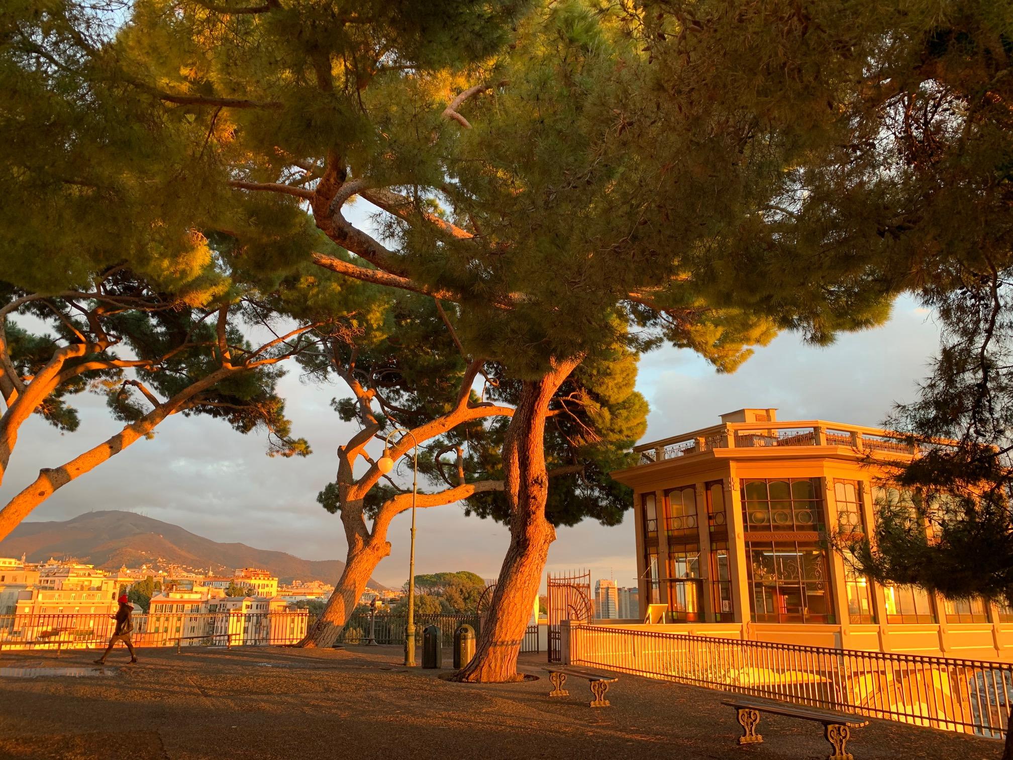 Ascensore di Castelletto al tramonto